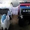 Ja çfarë problemesh mund t'ju shkaktojë tharja e rrobave brenda në shtëpi