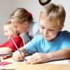 Si të ndihmojmë fëmijët me vështirësi në të lexuar e shkruar