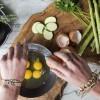 5 ushqimet që dermatologët rekomandojnë për lëkurë rrëzëllitëse