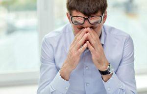 Pyet mjekun: Çfarë sëmundjesh të syrit mund të korrigjohen me lente?