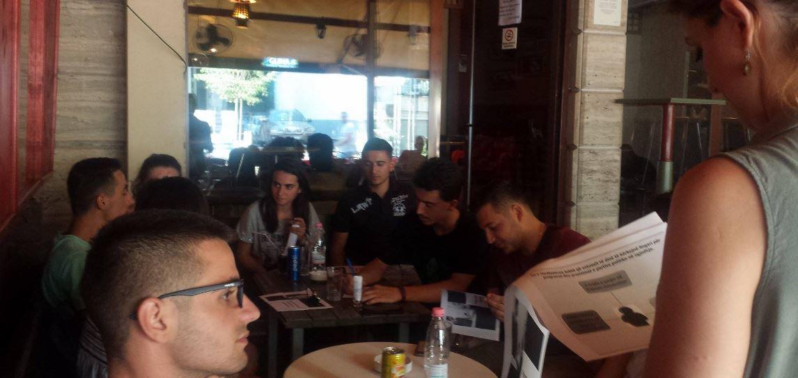 Takim me të rinjtë për informimin e programeve shëndetësore të partive politike