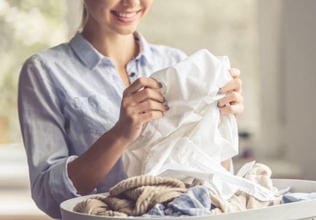 Lani sa më shumë pjata dhe palosni rrobat. Do t'ju shpëtojnë jetën!
