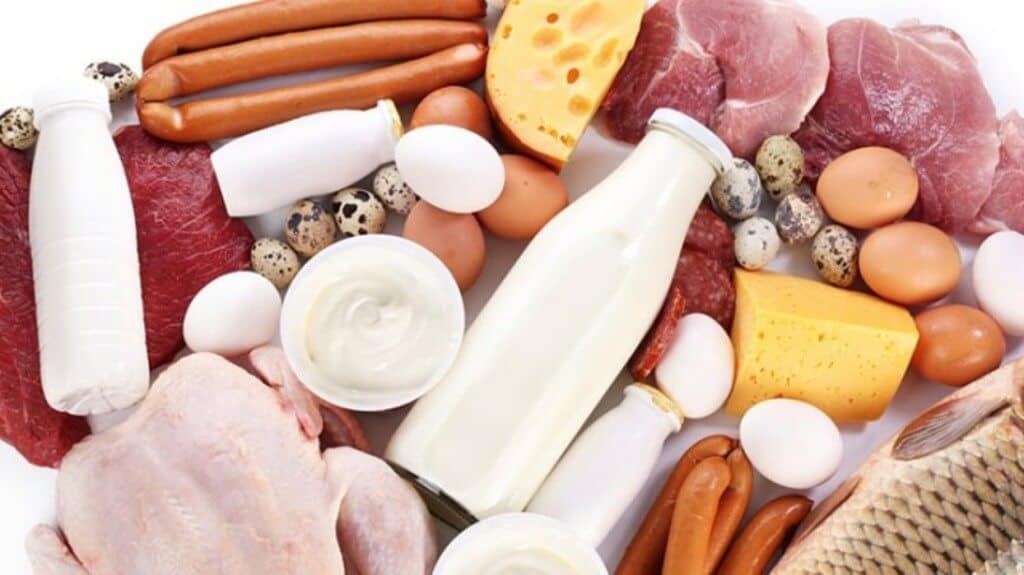Industria e Ushqimit në Shqipëri ngre alarmin: Po hamë mish me ngjyrues, qumësht me toksina…